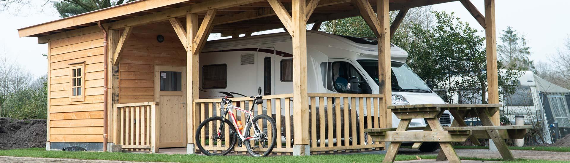 camperplaats-drenthe-camperpark-dwingeloo-met-overkapping-carport-02